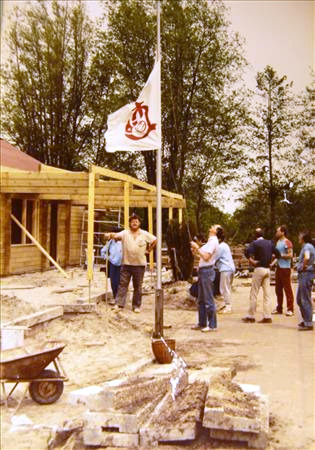 Aan het werk aan het nieuwe clubhuis (1984)